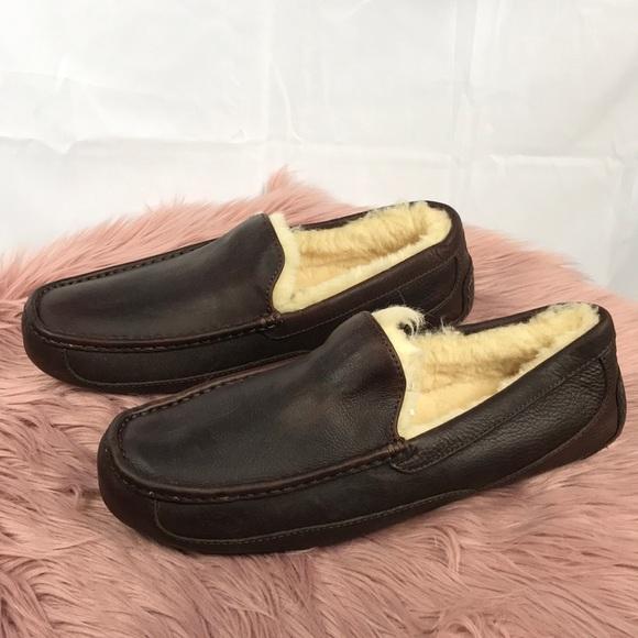 70cfa53b33f Men s UGG  Ascot  Leather Slipper. M 5a54331e45b30c7acb035e10
